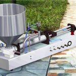 Poolautomaatne puhastusvahendiga vedeliku täitmise masin